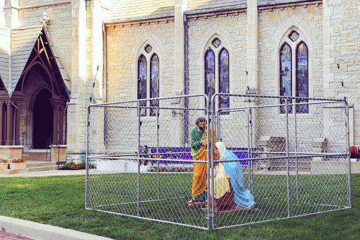 american-church-puts-jesus-in-cage-to-protest-immigration-policy